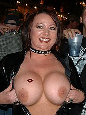 Milf flashing tits — photo 5
